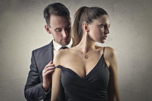 Homem e mulher beijo sensual